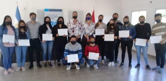 TRABAJADORES DE PUEBLO BRUGO RECIBIERON UN RECONOCIMIENTO POR SU CAPACITACIÓN